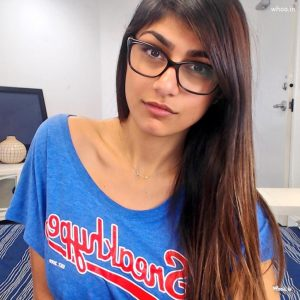 mia-khalifa-in-blue-t-shirt-hd-wallpaper